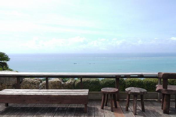 絶景を見ながら味わう本格タイ料理ー沖縄南部の「カフェくるくま」