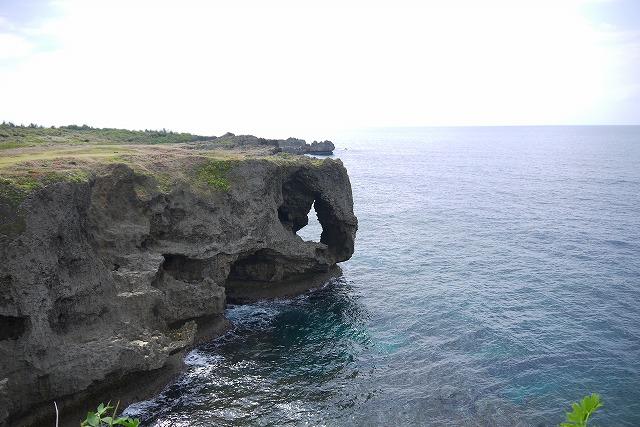 ゾウの鼻のような奇岩で有名な【万座毛】沖縄県恩納村のビュースポット